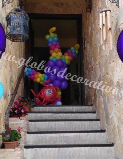 columnas con pasayo con globos