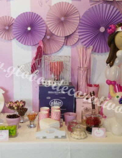 mesa candy con muñeca globos